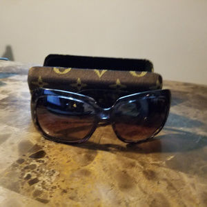 Inspired by sunglasses and case brown/black